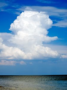 Free White Cloud Over Sea. Royalty Free Stock Images - 9633089