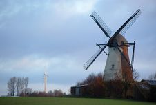 Free Windmills Royalty Free Stock Photo - 9635935
