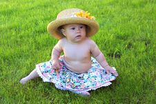 Free Baby Girl Wearing Big Hat Royalty Free Stock Photography - 9636017