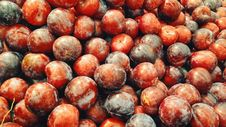 Free Piled Of Red Plums Royalty Free Stock Photos - 96364488