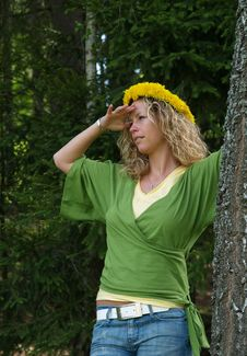Free Curly Girl With Dandelion Chain On Head Stock Image - 9643261
