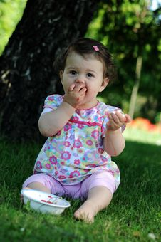 Free Baby Girl In Park Royalty Free Stock Image - 9646326