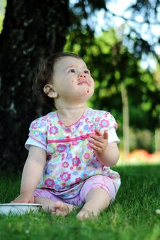 Free Baby Girl In Park Royalty Free Stock Images - 9646409