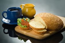 Free Bread, Tea And Red Caviar Royalty Free Stock Images - 9649359