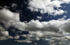 Free Fluffy Clouds Royalty Free Stock Photography - 9649747
