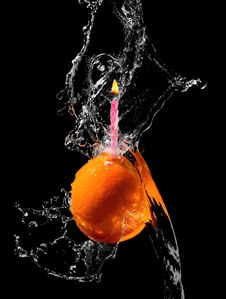 Free Orange With Candle In Water Splash Royalty Free Stock Photography - 9651047