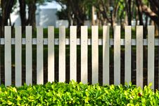 Free White Fence In Front Of Garden Stock Images - 96542614