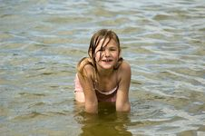 Free Little Girl Is Playing In The Water Royalty Free Stock Image - 9670246