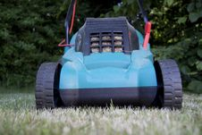 Free Lawn Mover Royalty Free Stock Photo - 9671105