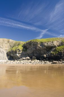 Free Beach And Cliffs Royalty Free Stock Photo - 9682705