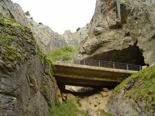 Free The Gorge Of Yecla, Burgos, Spain Royalty Free Stock Photography - 9693487