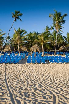Free Many Blue Lounges On White Sand Beach Royalty Free Stock Photos - 9697498