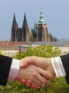 Free Businessmen Shaking Hands Royalty Free Stock Photos - 9698048