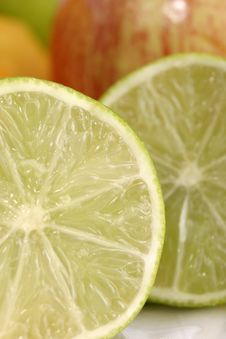 Free Close-up Of Lime Slice 4 Royalty Free Stock Photo - 970765