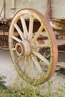 Free Wagon Wheel Royalty Free Stock Image - 975756