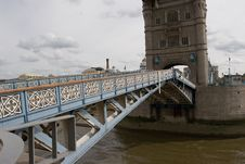 Free Tower Bridge, London Closing Stock Images - 977584