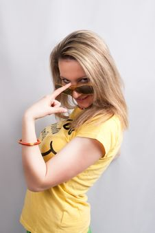 Free Blonde In Sunglasses Smiling Stock Images - 9702664