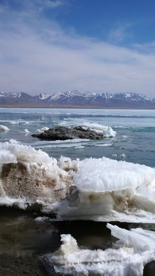 Free Lake And Snow Mountains In Tibet Royalty Free Stock Photos - 9704778
