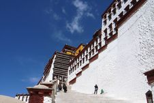 Free The Potala Palace In Lhasa Royalty Free Stock Images - 9704909
