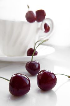 Free Some Cherries In Cup Royalty Free Stock Photography - 9711017