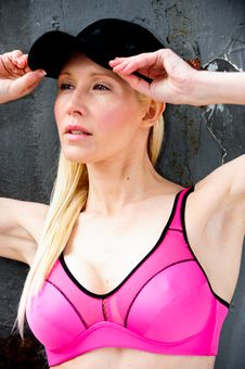 Free Fit And Healthy Blond Working Out Royalty Free Stock Images - 9714909