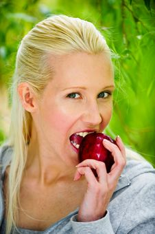 Free Beautiful Young Woman Enjoying A Healthy Red Apple Royalty Free Stock Photos - 9715698