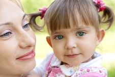 Free Happy Mother And Daughter Closeup Outdoor Royalty Free Stock Photos - 9716248