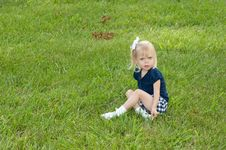 Free One Girl Sitting In Grass Royalty Free Stock Photography - 9718577