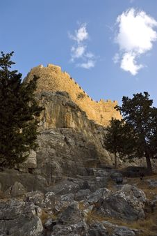 Free Ancient Knightly Fortress On A High Rock. Royalty Free Stock Images - 9719249