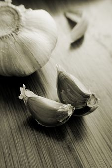Free Garlic Bulb And Its Slices Stock Photo - 9722180