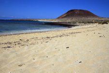 Free Extinct Volcano Royalty Free Stock Photography - 9723637