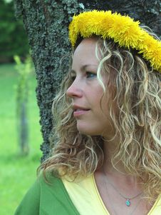Free Curly Girl With Dandelion Chain On Head Royalty Free Stock Photos - 9727378