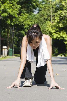 Asian Girl Preparing To Run Royalty Free Stock Photos