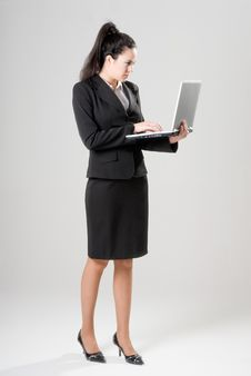 Free Businesswoman With Laptop Royalty Free Stock Photography - 9734657