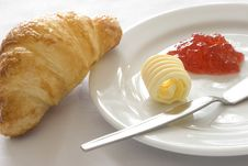 Free Croissant With Butter And Jam Royalty Free Stock Photos - 9735158