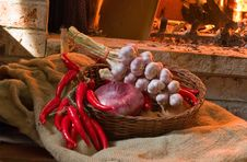 Free Garlic And Onion Royalty Free Stock Photos - 9736168