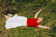 Free Young Attractive Girl Resting In Field Royalty Free Stock Images - 9738409