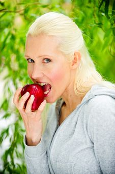 Free Beautiful Young Woman Enjoying A Healthy Red Apple Stock Images - 9739594