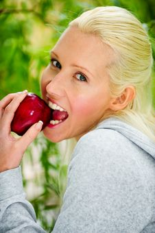Free Beautiful Young Woman Enjoying A Healthy Red Apple Royalty Free Stock Images - 9739609