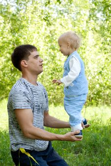 Free Father And Son Outdoor Fun In Summer Royalty Free Stock Image - 9739836