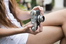 Free Woman Holding A Gray And Black Adjustable Lens Camera Royalty Free Stock Image - 97313346