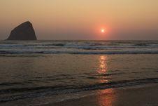 Free Sunset Haystack Rock Cape Kiwanda, Oregon Royalty Free Stock Images - 97382239