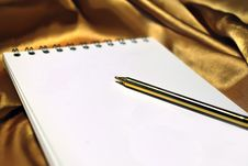 Free Notebook Page On Gold Royalty Free Stock Photos - 9746588