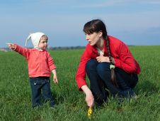Free Little Girl With Mom Stock Image - 9747511