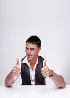 Free Thumbs Up Royalty Free Stock Image - 9747646