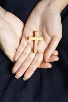Free Wooden Cross In Female Hands Royalty Free Stock Image - 9749206