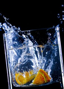 Free Orange  Splash In Water Royalty Free Stock Images - 9750689