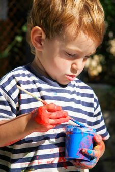Free Young Boy Ready To Paint Stock Photography - 9750782
