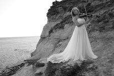 Free Bride With Violin Royalty Free Stock Photos - 9759658