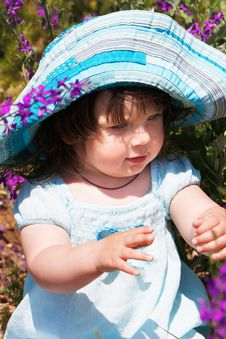 Free Cute Girl In Blue Panama Stock Photo - 9761710